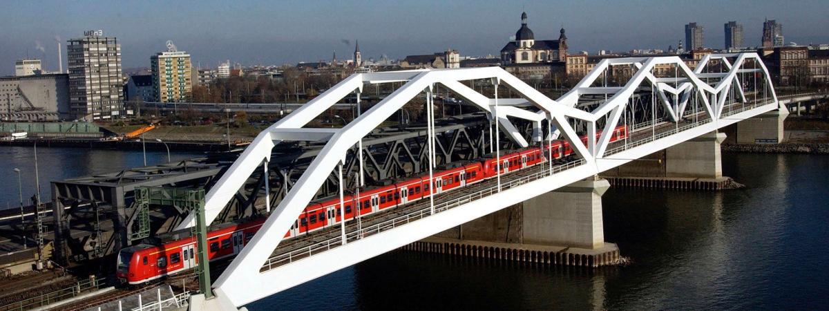 Adenauer-Brücke Mannheim/Ludwigshafen © DB - Manfred Rinderspacher